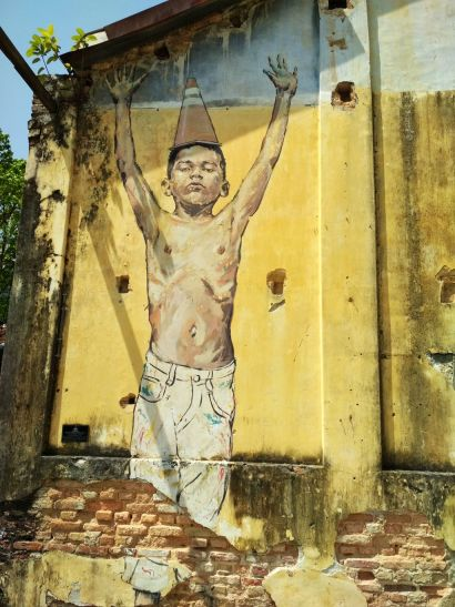 """""""Art is rubbish"""" by Ernest Zacharevic"""