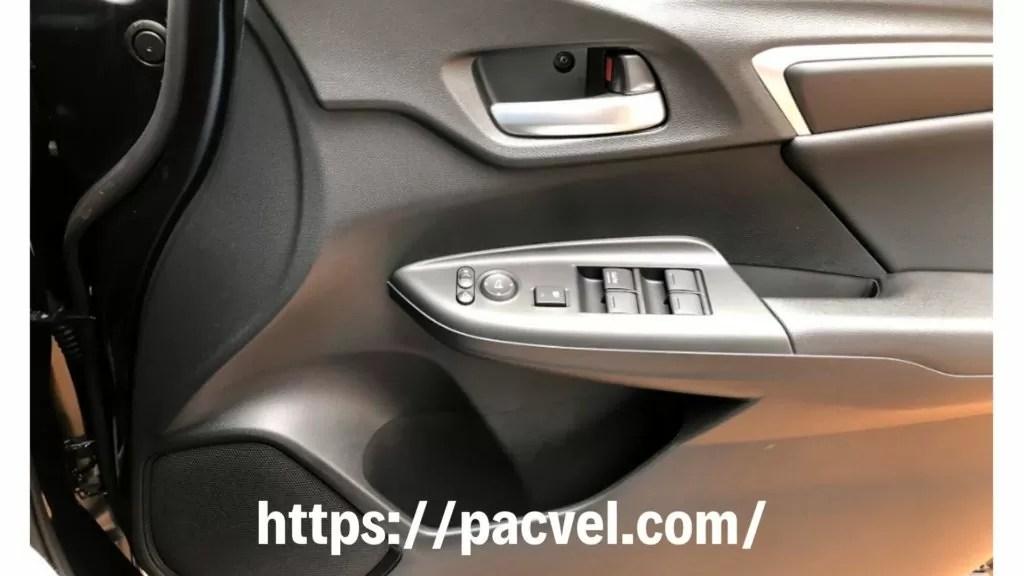 新型フィット 運転席ドア