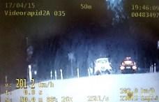 18 kwietnia | Niechlubny rekord | Pędził 201 km/h. Spieszył się… na urodziny. Policja zatrzymała na terenie gminy Paczków kierowcę bmw pędzącego 201 km/h. Mężczyzna stracił prawo jazdy. | Foto: KPP Nysa | http://paczkow24.pl/pedzil-201-kmh-spieszyl-sie-na-urodziny/