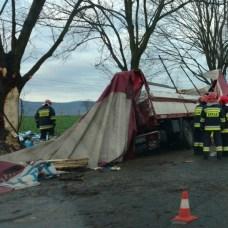 30 listopada | Kierowca TIR-a zginął pod Starym Paczkowem | Tragiczny wypadek między Starym Paczkowem a Wilamową. Zginął kierowca samochodu ciężarowego. | http://paczkow24.pl/kierowca-tir-a-zginal-pod-starym-paczkowem/