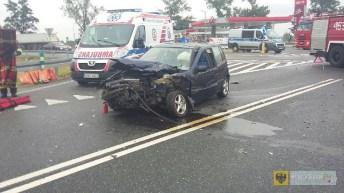 Zderzenie dwóch samochodów przy zjeździe z paczkowskiej obwodnicy