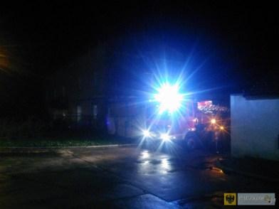 Strażacy interweniowali m.in. we Frydrychowie, gdzie wiatr uszkodził dach budynku wielorodzinnego
