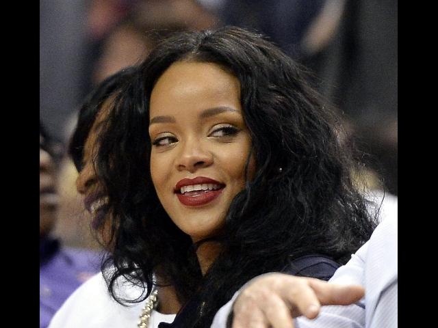 Rihanna In Vasca Da Bagno.Rihanna Costume Da Bagno