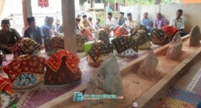 Tradisi bakaru nagari  di Nagari Kajai Desa Balai Batu Sandaran, Kecamatan Barangin Kota Sawahlunto. (tumpak)
