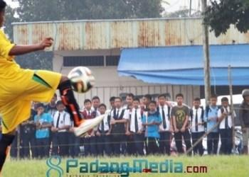 Liga Pelajar Indonesia Padangpanjang 2015, MTsN Gantiang melawan Thawalib Gunuang. (isril)