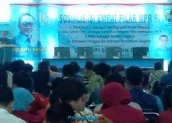 Ketua MPR RI Zulkifli Hasan sosialisasi empat pilar kebangsaan di gedung KNPI Sumbar. (ist)