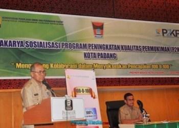 Wakil Walikota Padang, Emzalmi. (der)