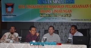 Bapedalda melakukan sosialisasi CSR di Padang. (derius)