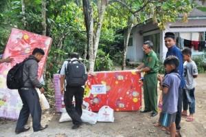 Bantuan dari Baznas Agam untuk warga korban gempa di Kamang Mudiak. (fajar)
