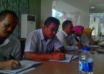 Kepala Perwakilan BKKBN Sumbar, Nofrijal, MA bersama sejumlah Kabid. (rin)