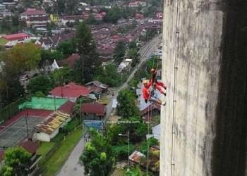 Silo Sawahlunto setinggi 40 meter yang jadi lokasi Kejurnas Panjat Tebing, Kamis (21/4). (tumpak)