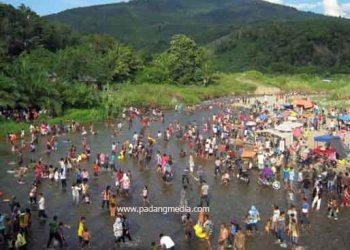 Tradisi balimau di daerah Pasaman, Sumbar. (dok.padangmedia)