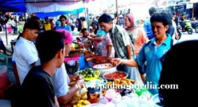 Pasa Pabukoan di Pasar Lama Lubuk Basung. (fajar)