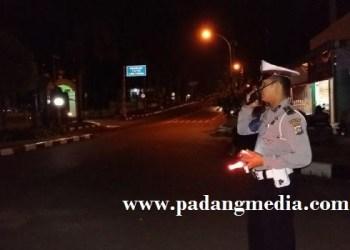 Anggota Satlantas Polres Agam sedang melakukan tugas pengamanan. (fajar)