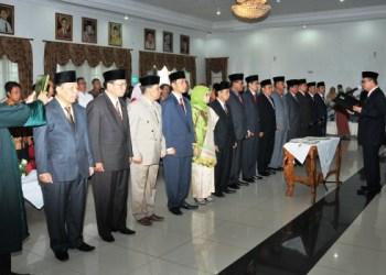 Wakil Gubernur Sumatera Barat Nasrul Abit melantik dan mengambil sumpah jabatan 14 pejabat eselon II di Lingkup Pemprov, Jumat (26/8). (Humasprov)