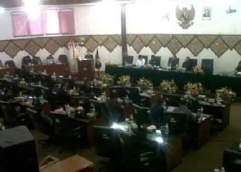Rapat paripurna DPRD Padang. (baim)
