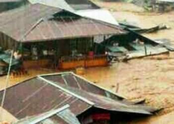 Kondisi banjir bandang di Kabupaten Garut, Rabu (21/9). (foto: Sutopo PN/ BNPB).