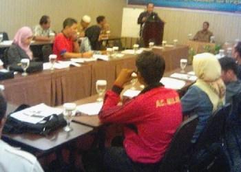 Workshop anggota Forum Wartawan Parlemen DPRD Kota Padang. (baim)
