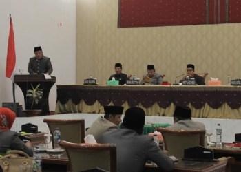 Rapat paripurna di DPRD Kota Sawahlunto. (tumpak)