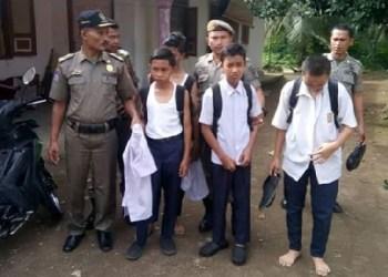 Empat pelajar SMP terjaring razia Satpol PP. (fajar)
