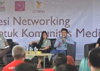 Dari kanan ke kiri: Head of Indonesian Market for UCWeb, Alibaba Mobile Business Group, Donald Ru, Senior Business Development Manager Ghanniy Fitra, dan Head of Media Development Catherine Huang berpartisipasi pada acara networking media di Pekanbaru yang dimoderatori oleh anggota AJI, Yudie Thirzano. (ist)