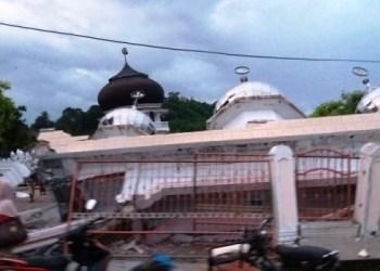 Sebuah masjid di Pidie Jaya yang rusak akibat gempa, Rabu (7/12). (Sutopo PN/ BNPB)