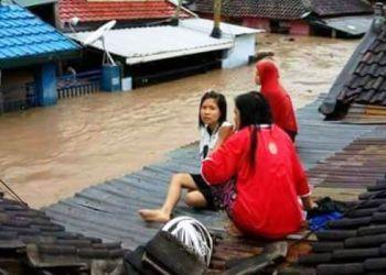 Situasi banjir di Kota Bima, NTB. Lebih dari 140 ribu penduduk kota terpaksa mengungsi. (Sutopo PN)