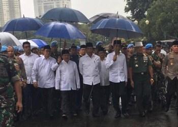Rombongan Jokowi dan Jusuf Kalla saat memasuki kawasan Monas untuk ikut shalat Jumat, Jumat (2/12) bersama puluhan ribu umat muslim lainnya. (ist)