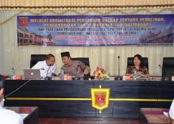 Wakil Bupati Agam, Trinda Farhan Satria melakukan sosialisasi Pilwana serentak, Rabu (21/12). (fajar)
