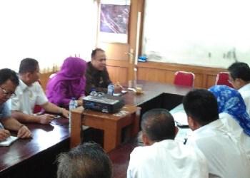 Kunjungan lapangan Komisi III DPRD Padang ke Kantor Dinas Perumahan Rakyat, Kawasan Permukiman, dan Pertanahan (PRKPP) Kota Padang, Rabu(25/1) siang. (baim)