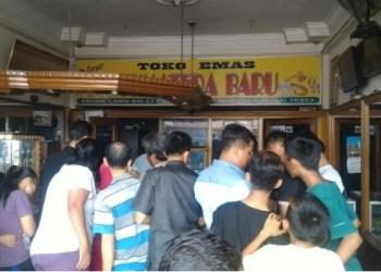 Toko Sumatera Baru di Lubuk Basung usai kemalingan oleh pelaku yang berpura-pura sebagai pembeli, Rabu (4/1). (fajar)