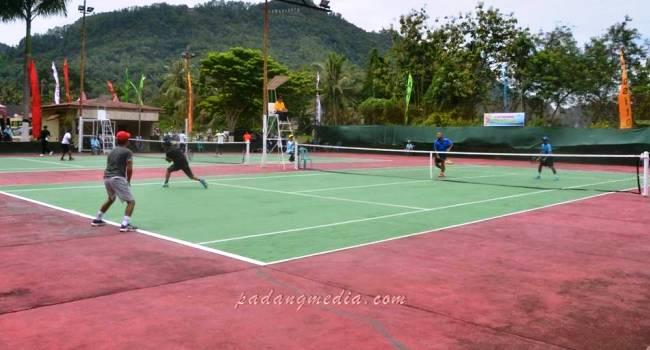 Kejurnas Tenis Eksekutif Wisata di Kota Sawahlunto, Sabtu (22/4). (tumpak)