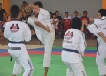 Lima atlet tarung derajat Kabupaten Agam. (fajar).
