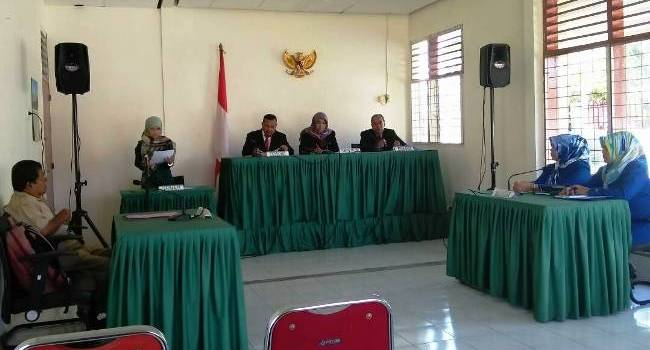Sidang Sengketa Informasi antara Daniel dengan PDAM Padang, Senin (15/5) di Komisi Informasi Sumatera Barat. (kisb)