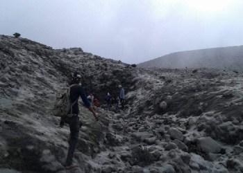 Proses evakuasi Yandri, survivor Gunung Marapi. (ist)