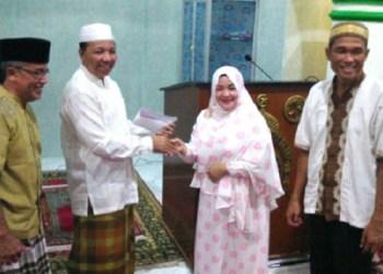 Safari ramadhan anggota DPRD Kota Padang, Nila Kartika. (baim)