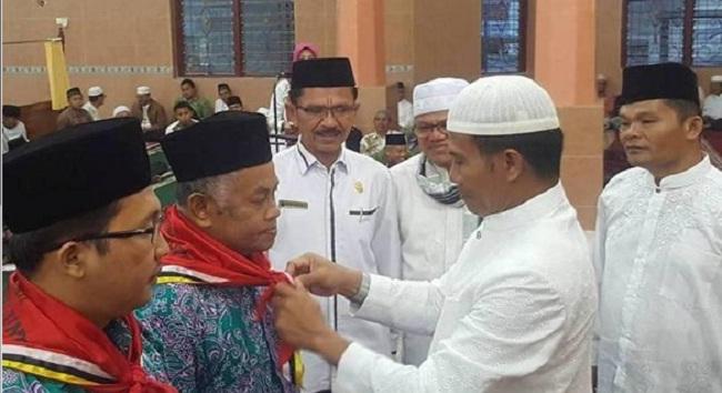 Wakil Walikota Sawahlunto, Ismed melepas jemaah calon haji Kota Sawahlunto yang akan berangkat ke tanah suci tahun ini. (tumpak)