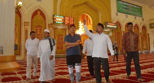 Walikota Padangpanjang, Hendri Arnis dan sejumlah OPD terkait saat studi banding di Masjid Pasir Pangaraian, Rokan Hulu, Provinsi Riau. (foto: humas)