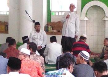 Walikota Padang, Mahyeldi Ansharullah melakukan jumat keliling di Masjid Muhammadan Padang Selatan. (der)