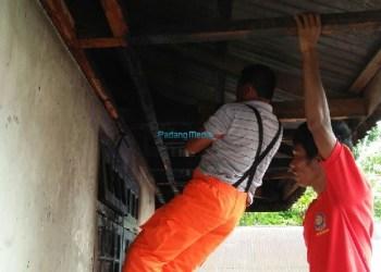 Kebakaran paviliun rumah Kepala UPT KB di Tanjung Raya. (fajar)