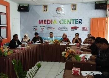 Jumpa pers KPU Kota Padangpanjang. (foto: humas)