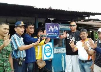 Anggota DPRD Kota Padang Azirwan gagas aksi bersih dan stop narkoba di Padang Barat, Minggu (21/1)/ (baim)