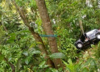 Mobil Dinas Perhubungan Sawahlunto masuk jurang. Tidak ada korban jiwa dalam peristiwa itu. (*)
