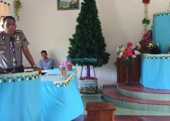 Kapolres Kepulauan Mentawai, AKBP. Hendri Yahya mengajak umat untuk menjaga hubungan baik antar sesama. (eri)