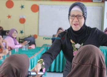 Sastri Bakry di PSKW Andam Dewi. (foto: fadhli)