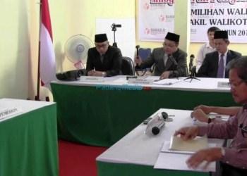 Sidang pembacaan putusan gugatan pasangan bakal calon Pilkada Padang, Sabtu (27/1). (dio)