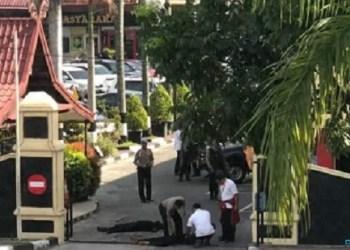 Serangan terduga teroris di Mapolda Riau pagi ini, Rabu (16/5). (ist)