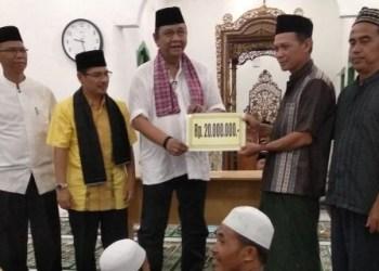 Safari Ramadhan Hendra Irwan Rahim ke Masjid Attaqwa Piruko Nagari Sitiung Kabupaten Dharmasraya, Rabu (6/6) malam.(febry Chaniago)