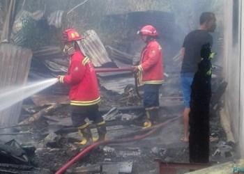 Kebakaran rumah warga di Nagari Gadut, Kec.Tilatang Kamang, Kab.Agam, Kamis (5/7) sore. (fajar)