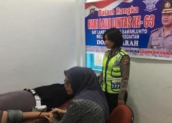 Kegiatan donor darah yang dilakukan Polres Sawahlunto dalam rangka HUT Polantas ke 63. (tumpak)